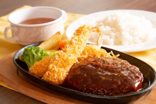 Hamburger steak and fried shrimp set