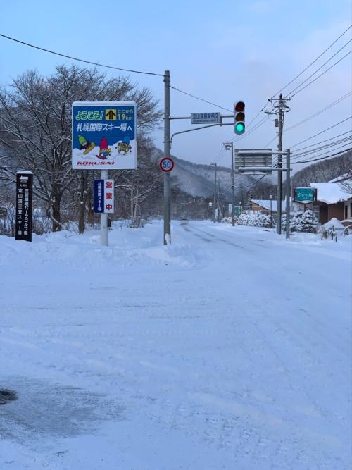 本日7:00現在の道道1号線はていねいに除雪されております。